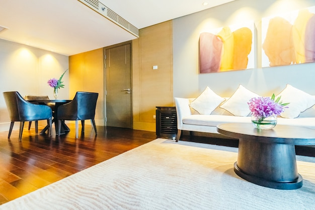 방콕, 태국 -8 월 12 2016 : 호텔에서 아름 다운 럭셔리 거실 인테리어 장식