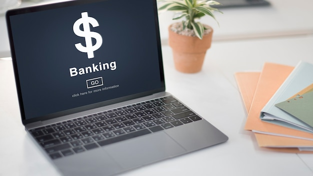 Интернет-банкинг на ноутбуке в офисе