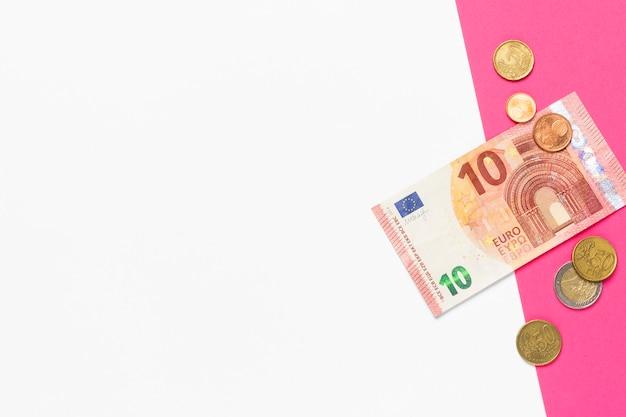 Банкнота достоинством 10 евро и евроцентов. место для текста. фон презентации