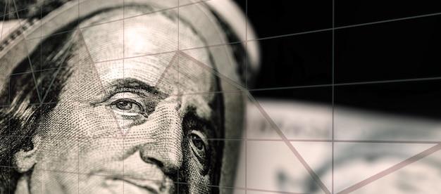 100달러짜리 미국 달러 지폐, 우울한 시나리오, 위기, 경제 평가절하 옆에 있는 브라질 100레알 지폐