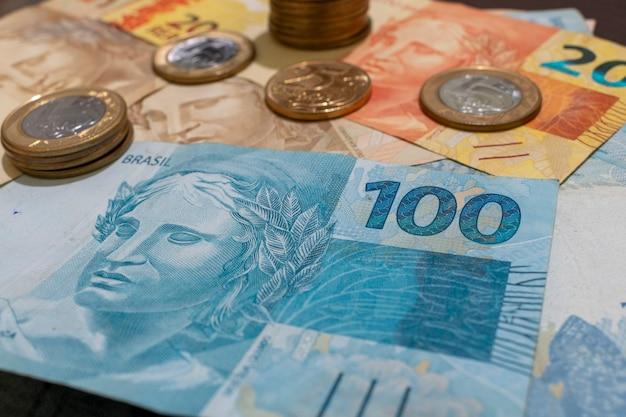 ブラジルのお金の紙幣と硬貨