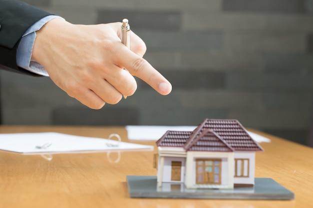 銀行は家を押収しようとしている