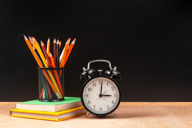 学校の目覚まし時計に戻るバナーコンセプト