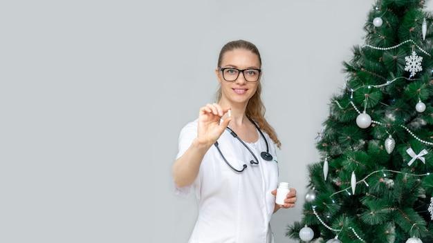 バナー。女性医師は丸薬を保持します