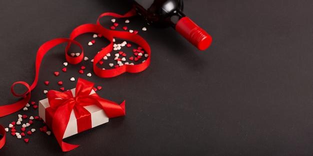 Баннер вино и подарок на день святого валентина.