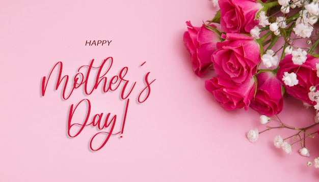 Баннер с цветами гипсофилы и розами и надписью happy mothers day