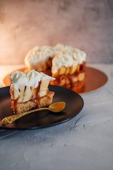 ショートブレッドバナナと自家製キャラメルで作ったバノフィーケーキ