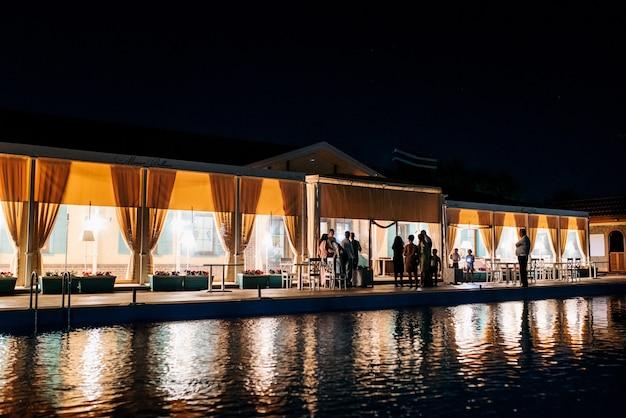 Банкетный зал для свадьбы, оформление банкетного зала, атмосферный декор