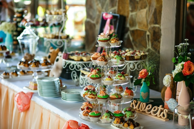 The banquet table with sweets