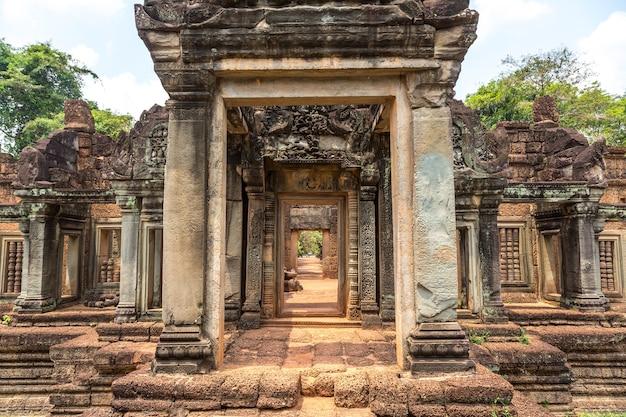Храм бантей самре в ангкор-ват в сием рипе