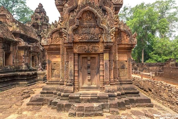 Храм бантей срей в комплексе ангкор-ват, сием рип