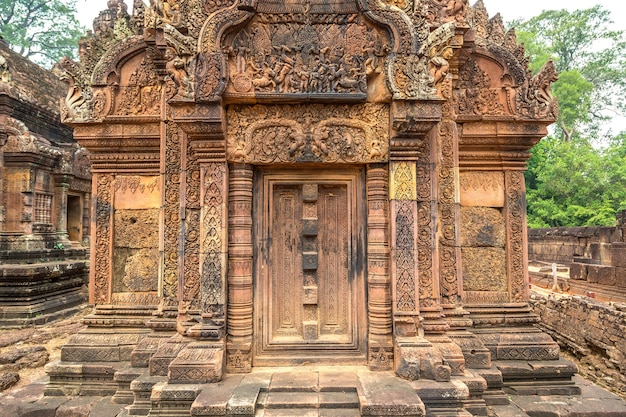 Храм бантей срей в ангкор-ват в сием рипе, камбоджа