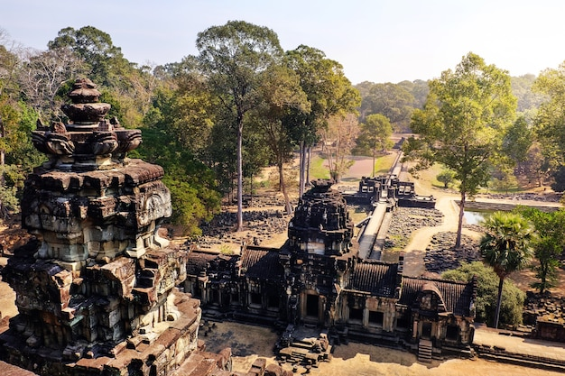 Храм бапхуон в комплексе ангкор-ват в камбодже