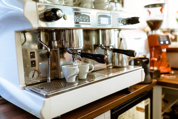 Bar still life con macchina per il caffè