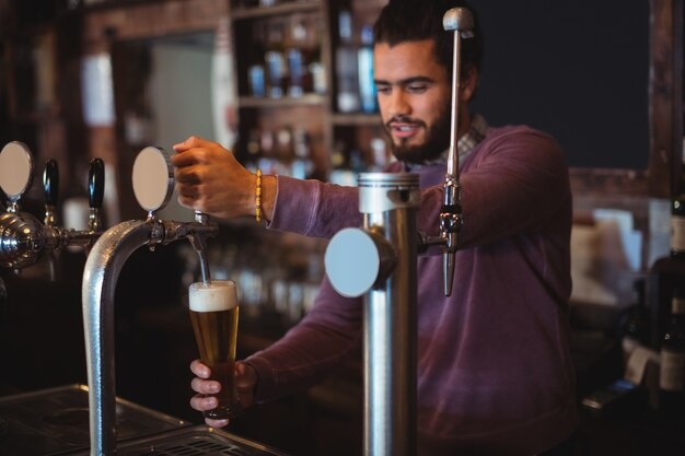 Барное нежное разливное пиво от барного насоса