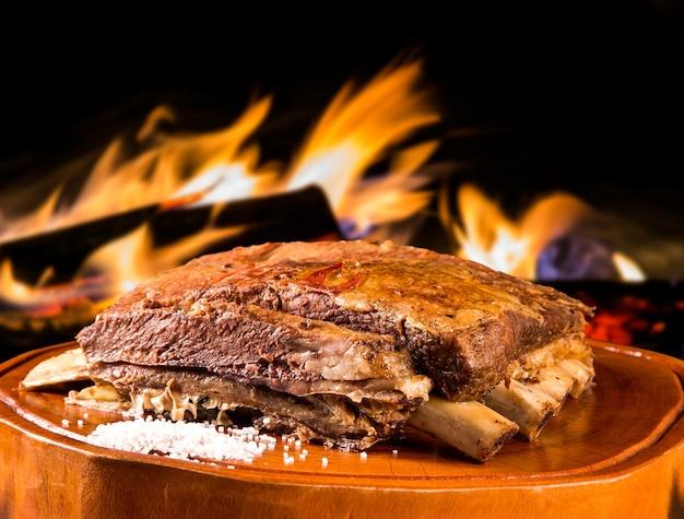 Ребрышки барбекю, традиционное бразильское барбекю.
