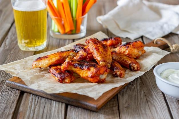 Куриные крылышки барбекю с соусом