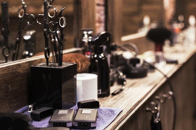 理髪店のツールと機器