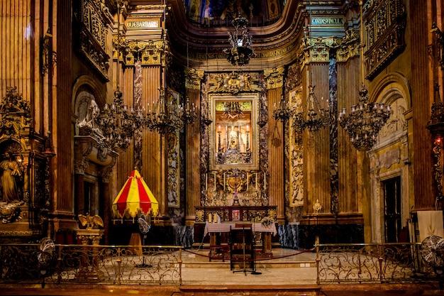 Барселона, каталония, испания, 22 сентября 2019 г. потрясающий интерьер собора барселоны.