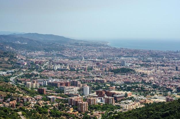 Tibidabo 산 꼭대기에서 바르셀로나 시티 뷰