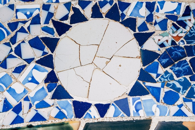 バルセロナスペイン12月クローズアップモザイクアントニオガウディ公園グエルバルセロナ