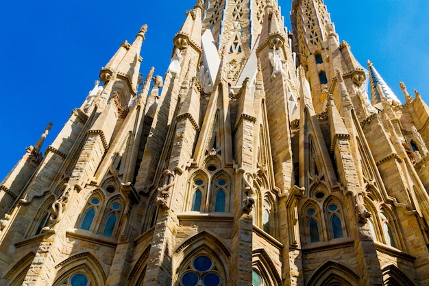 スペイン、バルセロナ、2019年9月20日。サグラダファミリアは、スペインのバルセロナにある巨大なローマカトリック大聖堂で、アントニガウディによって設計され、ユネスコの世界遺産に登録されています。