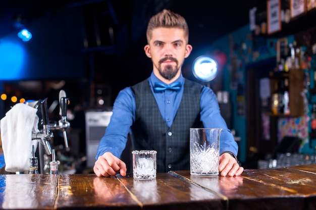 Barman mixes a cocktail on the saloon