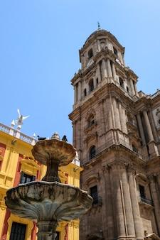 Епископский дворец в стиле барокко на площади пласа-де-обиспо малага коста-дель-соль