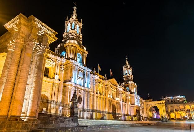 페루 아레키파 아르마스 광장에 있는 대성당