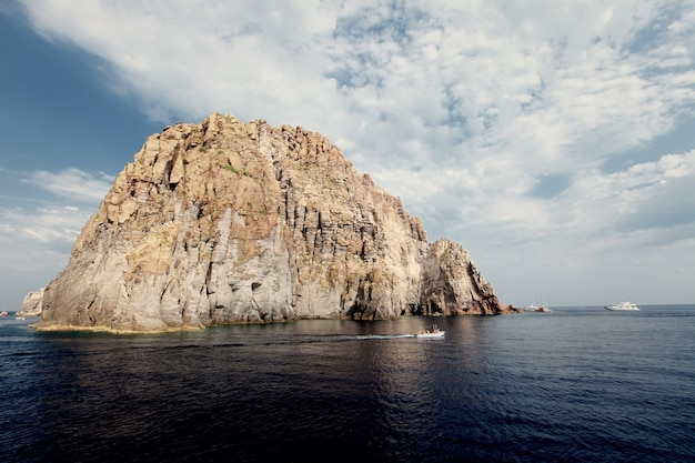エオリア諸島バジルッツォ島