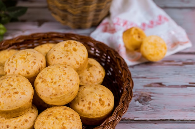 Basket with argentine cheese bread, chipa.