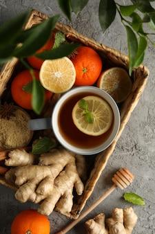生姜、オレンジ、シナモン、レモン、お茶のバスケット