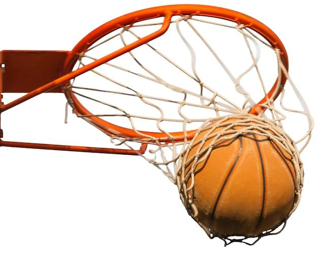 흰색 바탕에 바구니를 치는 농구 공