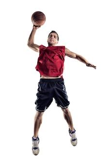 흰색 배경에 고립 된 행동에 농구 선수
