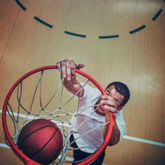 슬램 덩크를 만드는 농구 선수