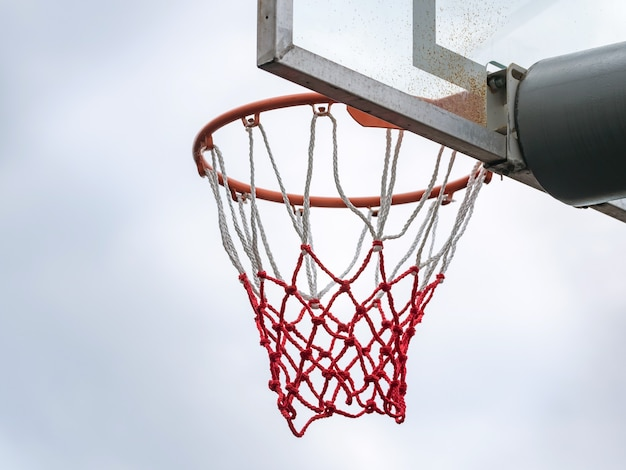 야외에서 농구를하기위한 그물이있는 농구 링, 농구 후프