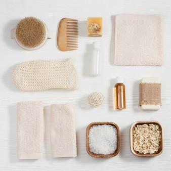 天然素材のバスアクセサリー、バスルーム用のゼロウェイストセット、タオル、ジェルソープ付きの小瓶、海塩、手ぬぐい