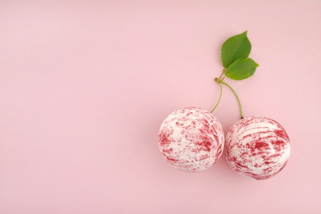 Bath bomb with sweet cherry extract
