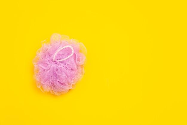 Panno da bagno. vita ecologica: polimeri, oggetti in plastica che possono essere sostituiti da analoghi organici. stile di casa, scegli prodotti naturali per il riciclo e non dannosi per l'ambiente e la salute.