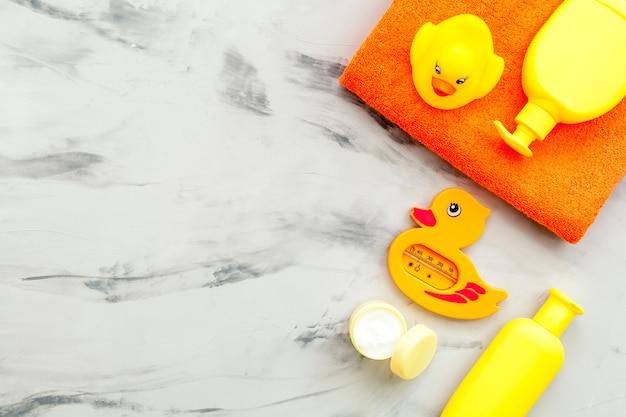 Косметика для ванн и игрушка для ребенка