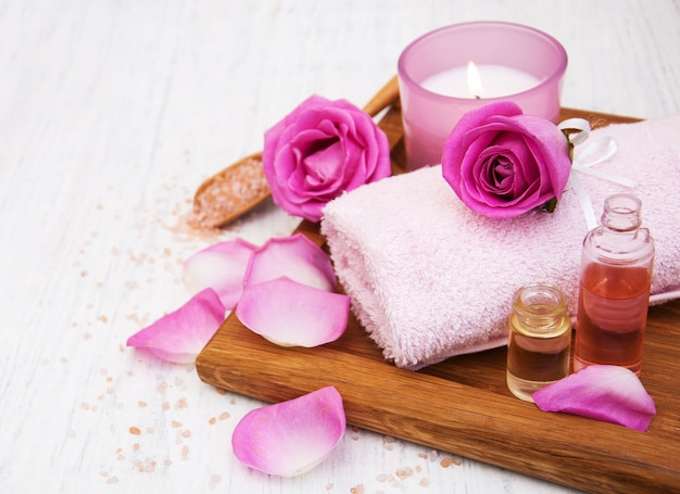 Bath towels with pink roses