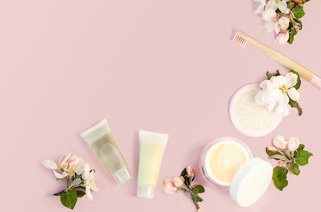 バスルームアクセサリー、春のスキンケア製品。リンゴ抽出物、aha酸を含む天然ハーブ化粧品