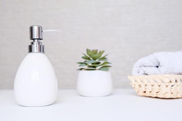 욕실 배경, 손 및 바디 케어를위한 화장실 액세서리
