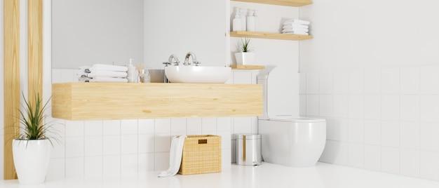 Ванная комната в минималистском скандинавском стиле с большим зеркалом и унитазом.