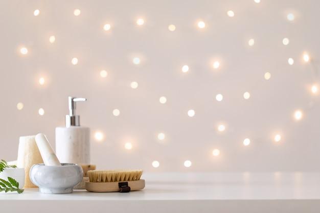 Дизайн интерьера ванной. спа-салон с легким фоном. скопируйте пространство. гостиничный номер с размытым боке.