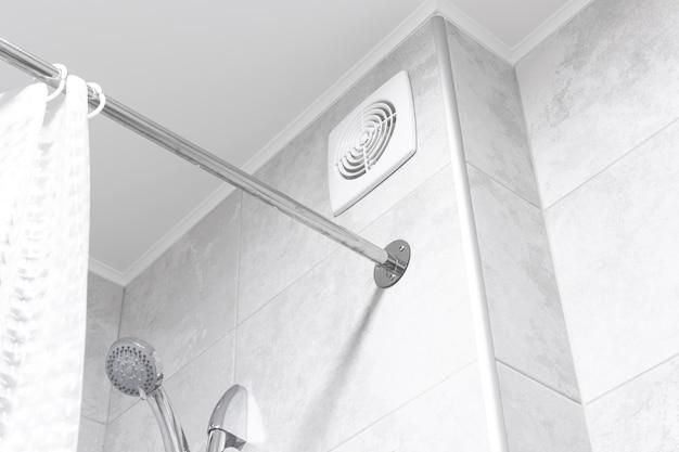 현대적인 인테리어 디자인 아파트의 욕실 환기 팬 photo
