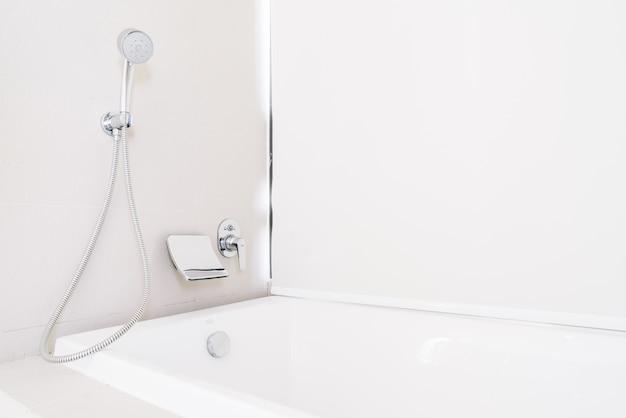 Vasca da bagno con doccia