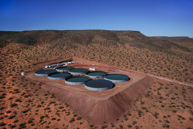 貯水池の水タンクのバッテリー