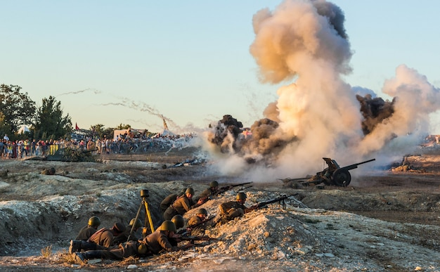 Поле боя. реконструкция битвы второй мировой войны. реконструкция битвы со взрывами. битва за севастополь.