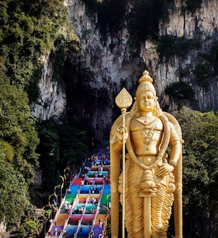 マレーシアのバツー洞窟、クアラルンプール近くのムルガン卿像のあるヒンドゥー教寺院